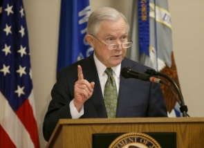 Jeff_Sessions_in_Milwaukee_podium